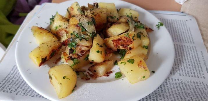 zapiekanka z ziemniaków, wystarczy dodać liści laurowych i nagle robi się egzotyczne danie