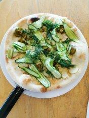 Pizza z małosolnym