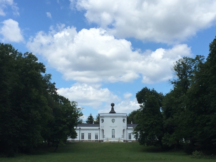 Pałac i park w Jabłonnej - idealne miejsce na piknik